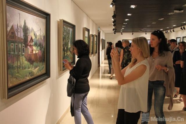 """""""中国写意油画学派俄罗斯写生交流展""""在莫斯科开幕"""
