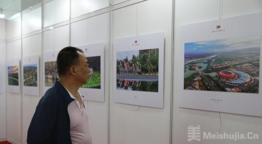 宁夏举办庆祝新中国成立70周年艺术作品展