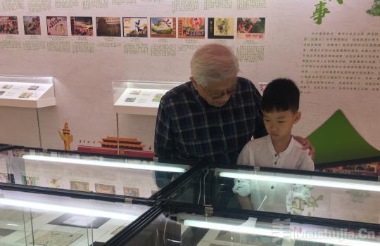 上百册连环画及创作手稿北京亮相 展现新中国70年发展