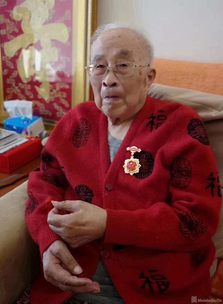 """孙其峰荣获""""庆祝中华人民共和国成立70周年""""纪念章"""