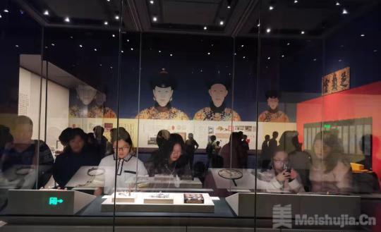 """《走进重华宫》特展在成都开展 88件(套)文物首次""""出宫"""""""