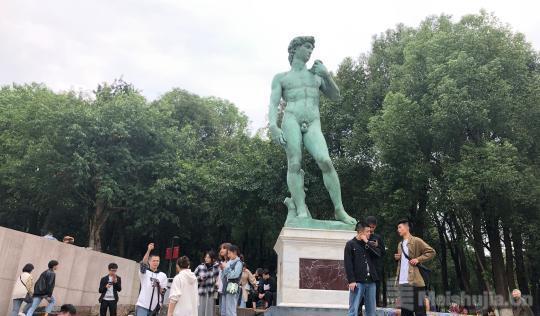 世界第四座原作原模翻制雕塑《大卫》启动亮化工程