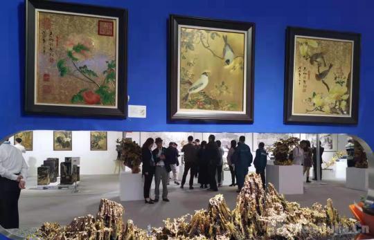 """""""天人造化""""朱炳仁熔铜艺术展正在上海世博展览馆举行"""