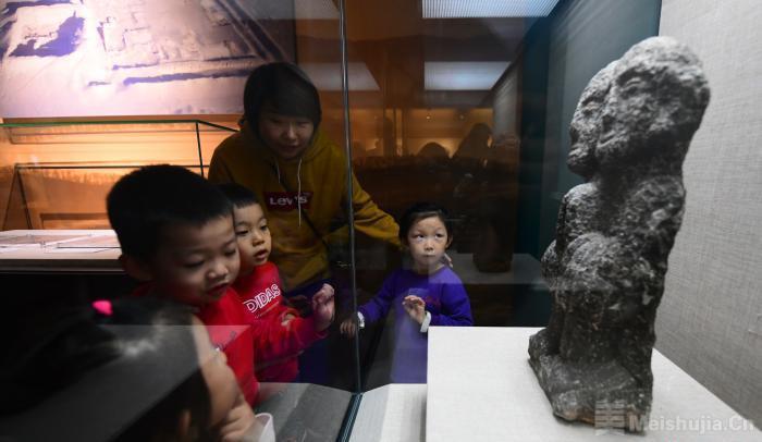 """国家艺术基金资助项目""""岩画与居延汉简艺术展""""首次开展"""