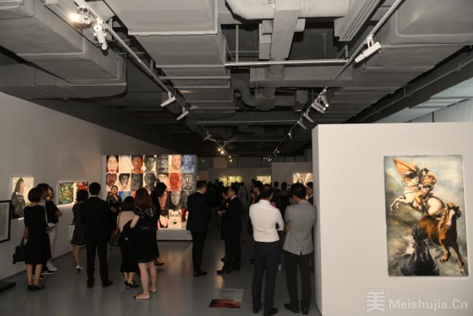 """""""回眸:玛丽•罗兹女士与张志伟先生绘画作品联展""""在深圳开幕"""
