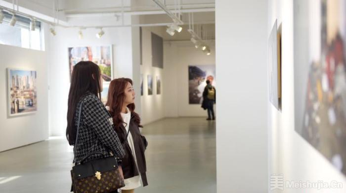 """国际影像双年展兰州展出 作品焦点""""转向""""日常事物"""