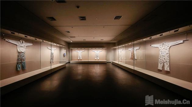 盛开:山水之外 —— 陈小丹作品展举行