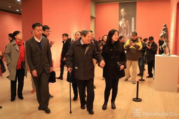 """熊秉明艺术展,97岁杨振宁偕妻出席称友情""""真堪托此生"""""""
