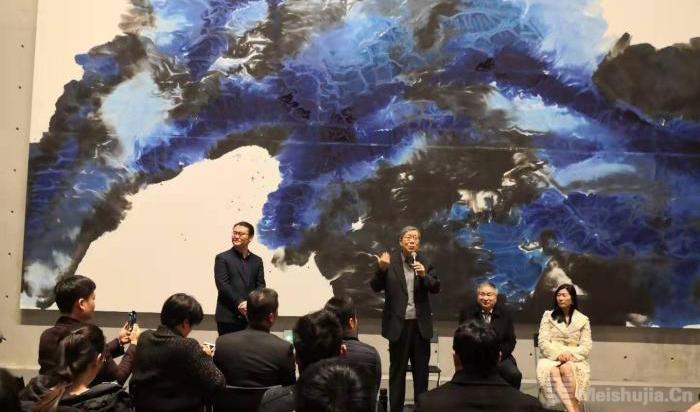 中国艺术家以抽象水墨画演绎西方交响乐和宇宙大观