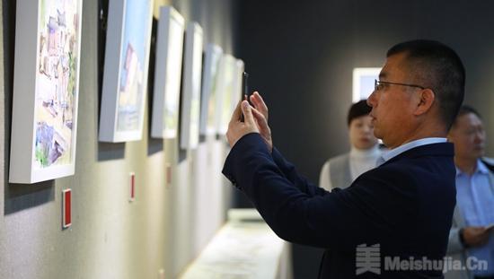 """""""龙川红色革命主题美术作品联展""""在广州开幕"""