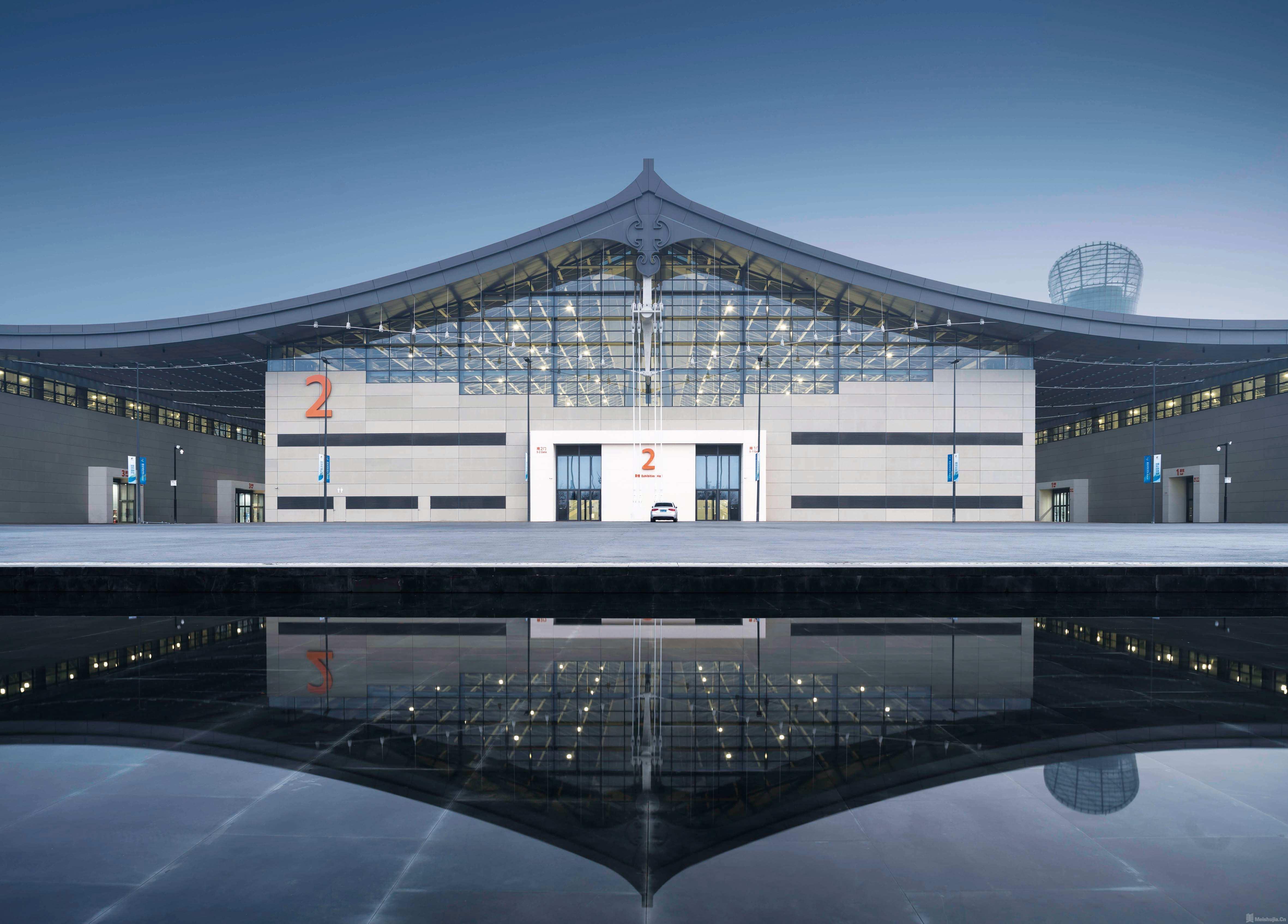 回眸与寻路:中国建筑的现代化探索