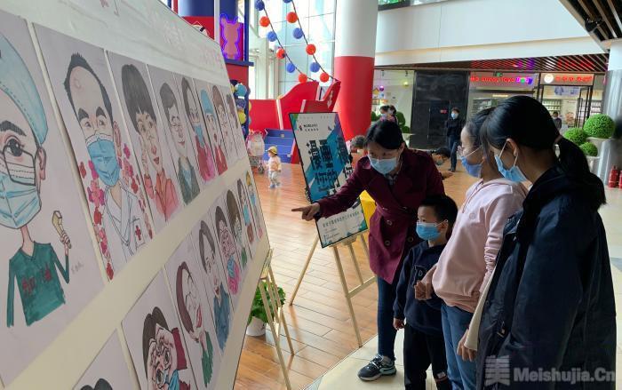 """宁夏画师笔尖上的战""""疫"""":为援湖北医疗队送上珍贵肖像画"""