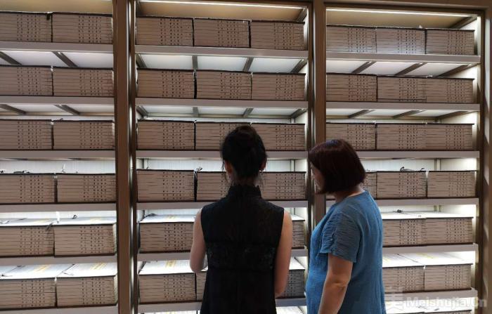 线装本文渊阁《四库全书》杭州展出 将对民众免费开放