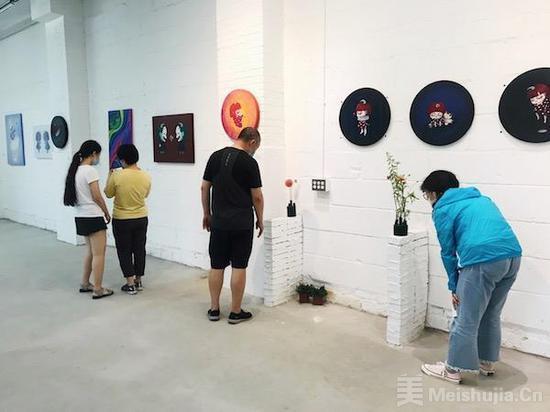 南汐张扬自在·共生双个展在二七科创园开幕