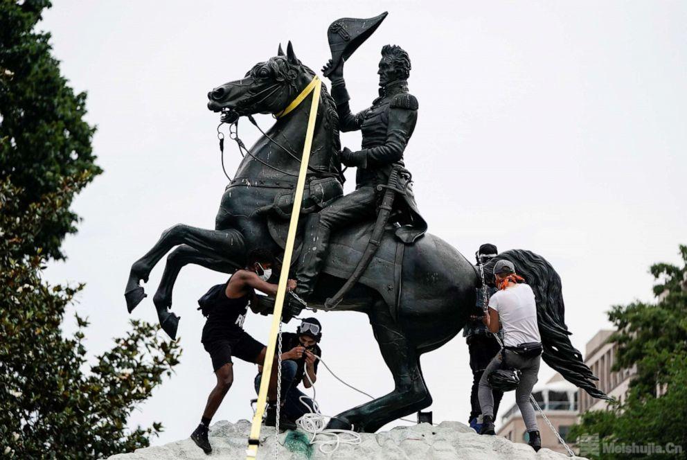 特朗普政府部署国民警卫队保护华盛顿特区的纪念碑