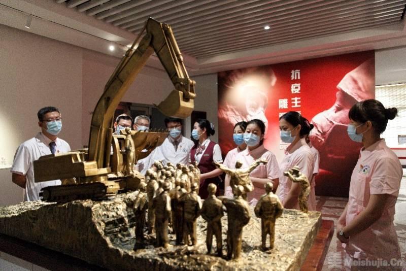 庆祝中国共产党成立99周年主题雕塑作品展开幕