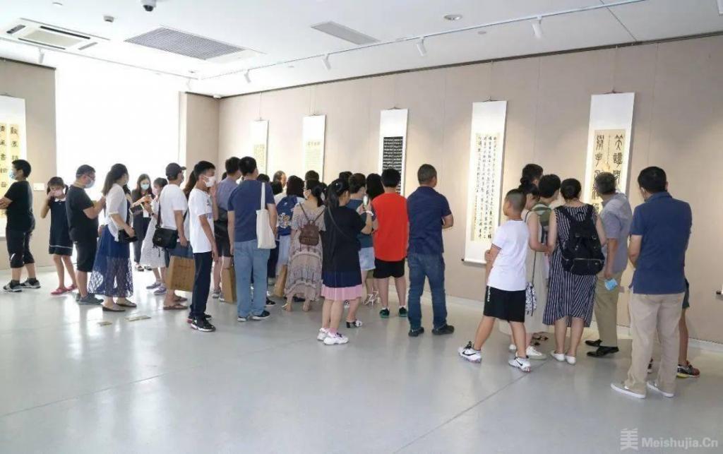 第28届上海市青少年书法篆刻展于上海文艺会堂开幕