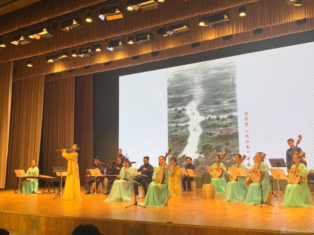 """文化夜游活动""""中华艺术宫之夜""""为观众带来音乐绘画双重奏"""