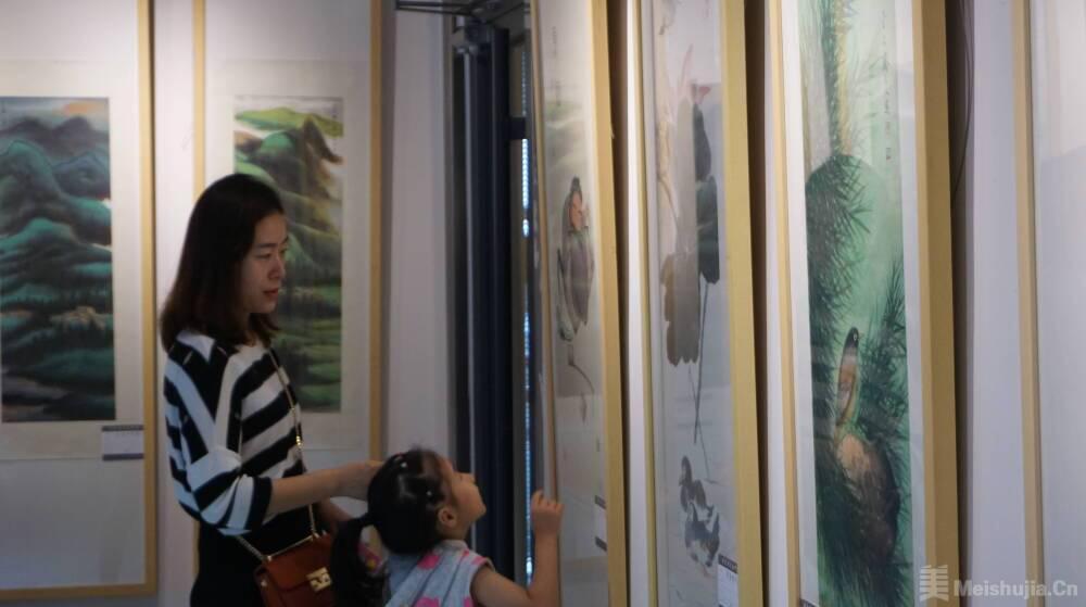圣地墨华--周传玉国画展、咫尺微尘--邹连忠书画展在济宁开展