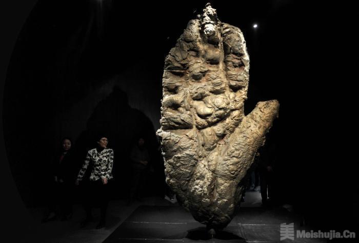 英国艺术家马克·奎恩雕塑作品亮相山西