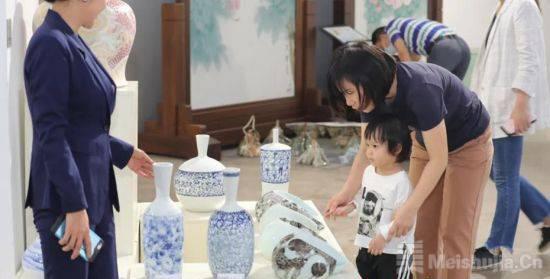 中国当代艺术陶瓷展开幕 200多件陶瓷艺术品亮相
