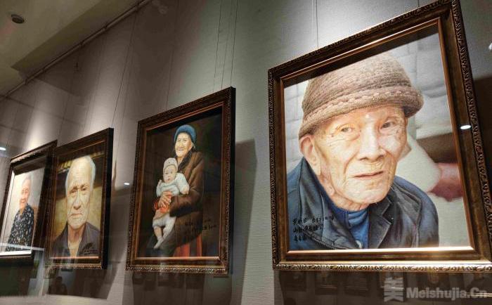 海南展出72幅百岁老人油画作品 展示琼岛长寿文化